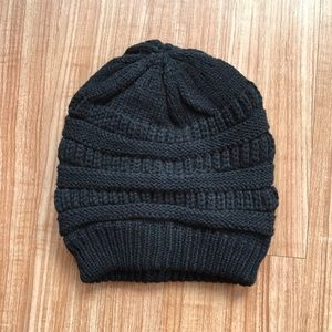 Accessories - Black Slouch Beanie